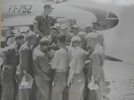 Korean War: Men of the 5th Air Force receive donated books and periodicals sent in the mail, 1951. Courtesy National Archives