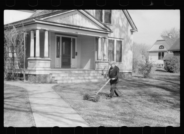 John Vachon, Man mowing lawn, Grundy Center, Iowa, 1940, black-and-white photograph, courtesy Library of Congress.