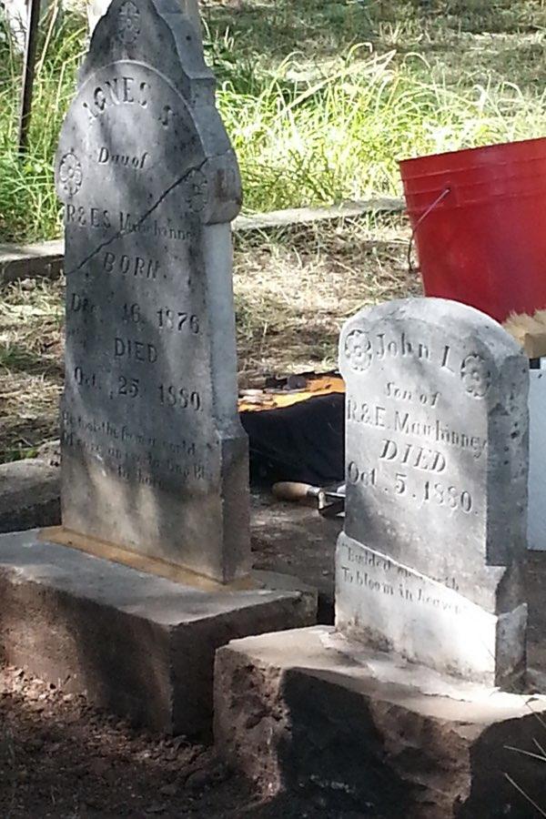 Glenwood-Cemetery_headstones